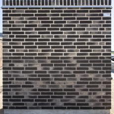 Konstruktion bygget af Strøjer tegl's: B708.Silver Black, fuge: LysegrÅ/Antracit